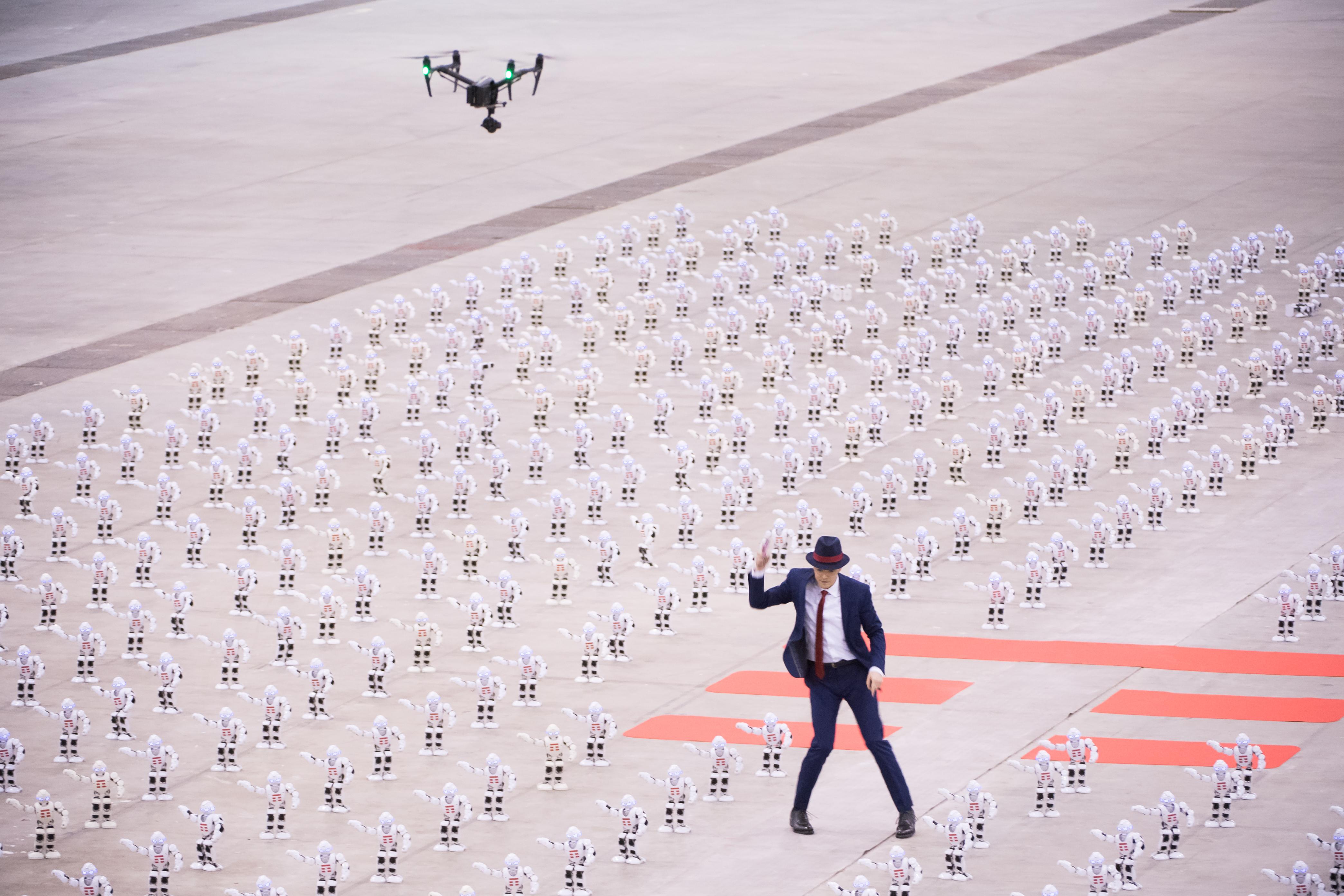 tim-spot-sven-otten-dancer-drone-robot