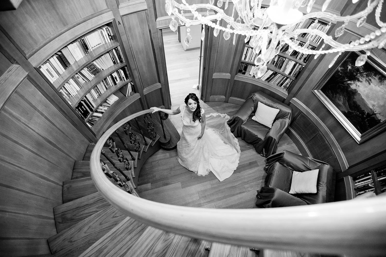 wedding-scala-sposa-visuale-alta-geometria-corrimano